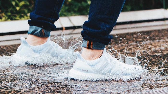 Scarpe bagnate? Come asciugare le scarpe senza rovinarle