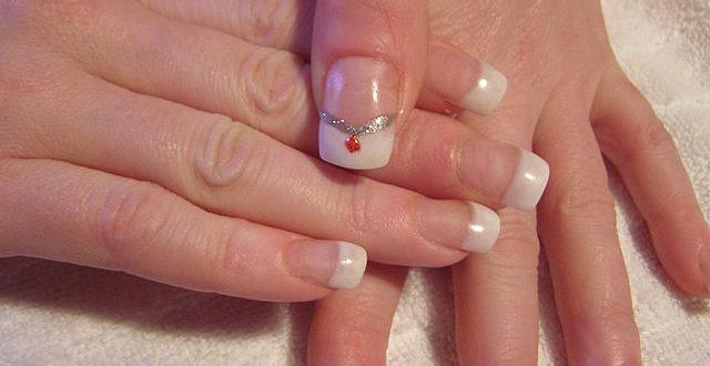 ricostruzione unghie gel pro e contro