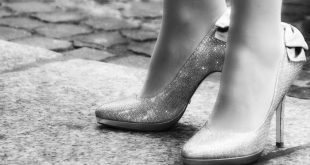 mal di piedi da tacchi rimedi-min