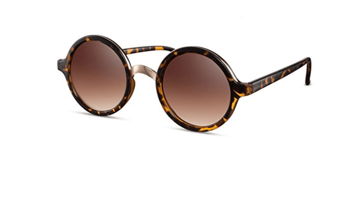 modello-occhiali-da-sole-retrò-donna